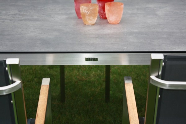 Zebra Opus Tisch mit HPL-Platte beton dunkel + Edelstahlgestell 180 x 100 cm