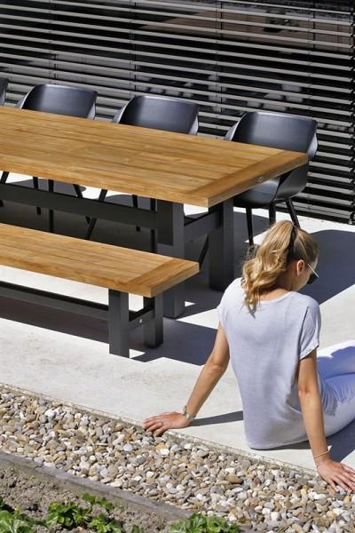 Hartman Sophie Yasmani Set Tisch + Bank 240 cm Vintage Teak / Aluminium carbon black + Sophie Studio Sessel carbon black(optional)